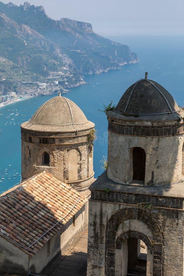 Vue au-dessus de Golfe de Salerno de villa Rufolo, Ravello, Campanie photographie stock