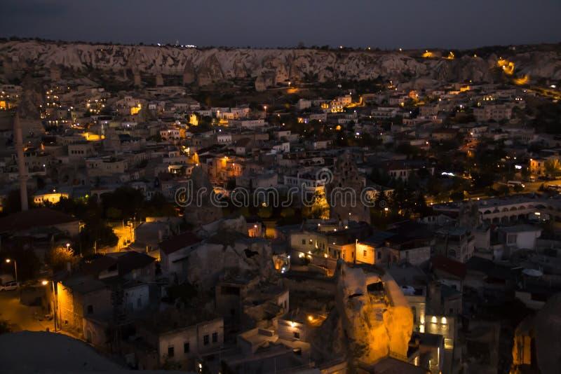 Vue au-dessus de Goreme, Turquie par nuit images libres de droits