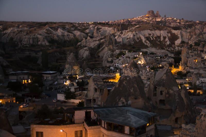 Vue au-dessus de Goreme, Turquie par nuit photos stock