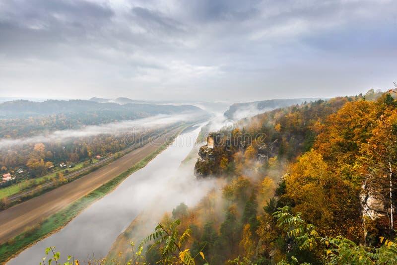 Vue au-dessus de l'Elbe photo stock