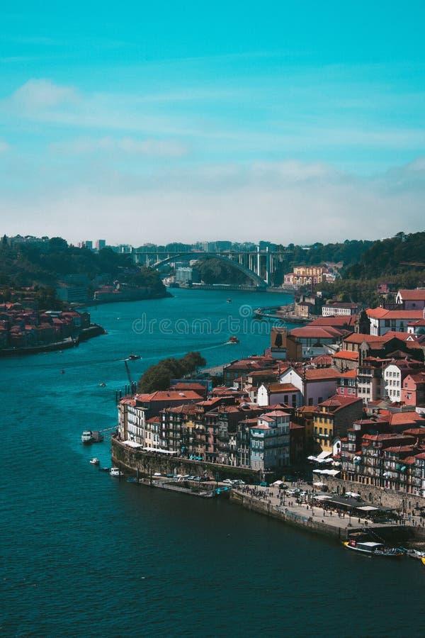 Vue au-dessus de la rivière de Douro à Porto images stock