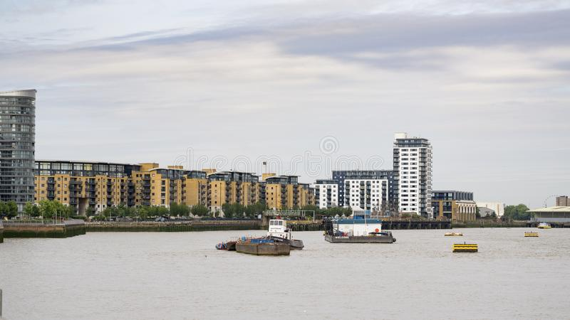 Vue au-dessus de la Tamise vers Deptford à Londres, R-U image stock