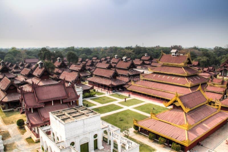 Vue au-dessus de palais de Mandalay dans Myanmar images stock