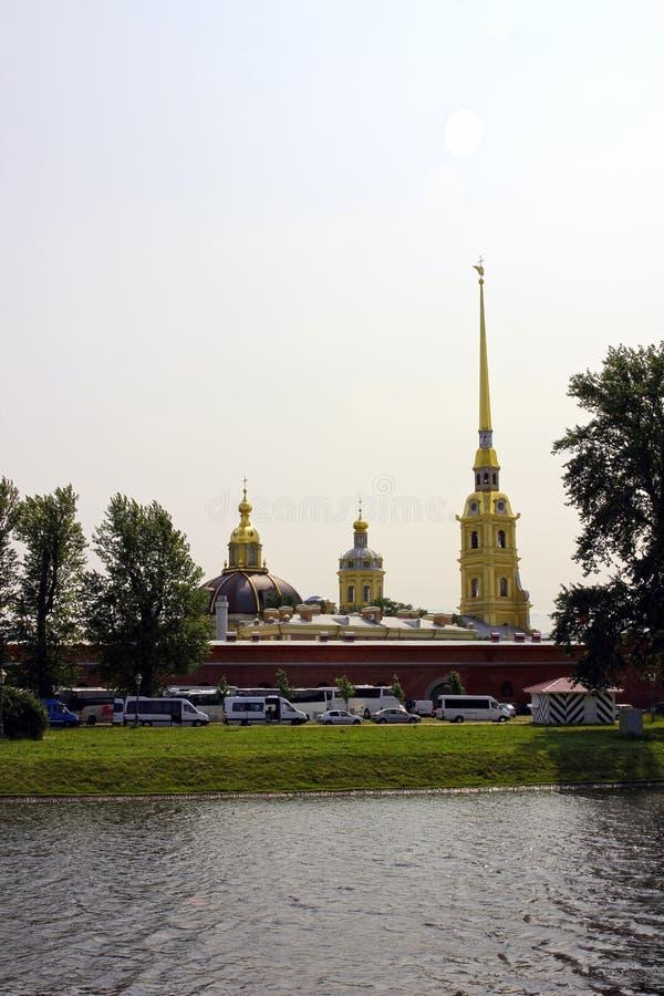 Vue au-dessus de Peter et de Paul Fortress à St Petersburg images libres de droits