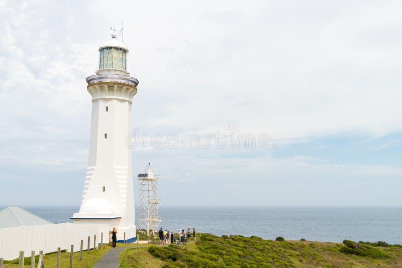 Vue au-dessus de phare vert à distance de cap, le phare le plus le plus au sud en Nouvelle-Galles du Sud, située dans Ben Boyd Na image stock