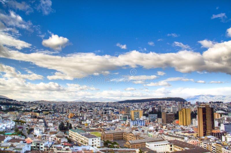 Vue au-dessus de Quito image stock
