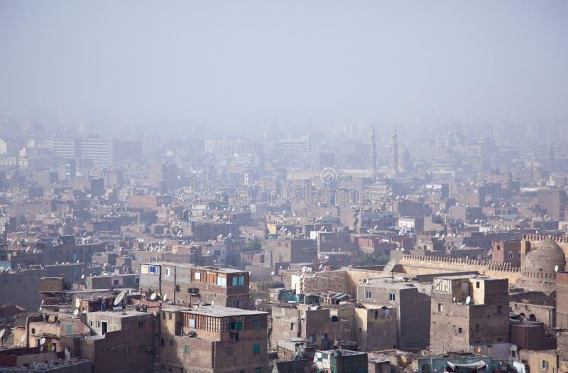 Vue au-dessus de taudis smoggy du Caire photos stock