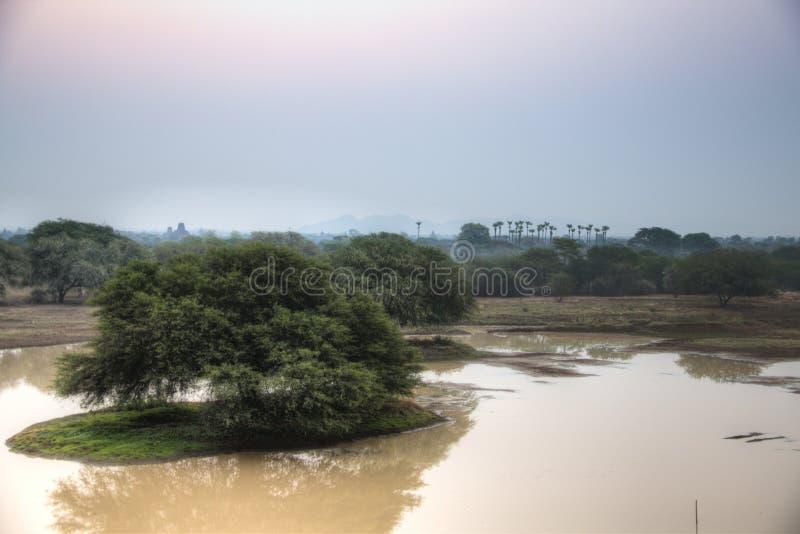Vue au-dessus des plaines de Bagan dans Myanmar photographie stock