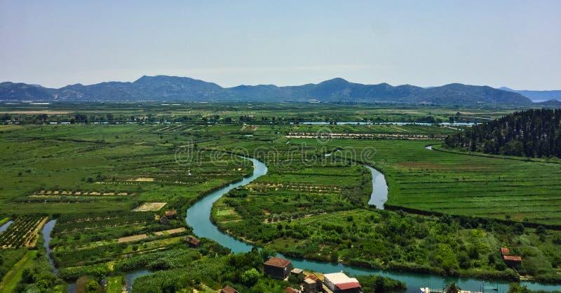Vue au-dessus des terres cultivables vers la Mer Adriatique, Monténégro images libres de droits