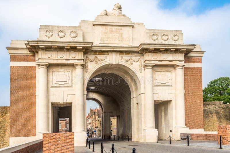 Vue au mémorial de porte de Menin Ypres - en Belgique photos libres de droits
