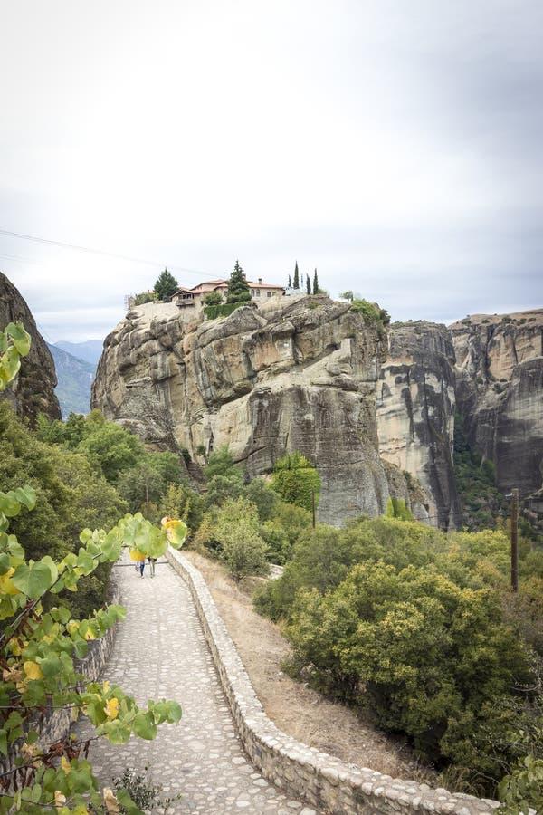 Vue au monastère de la trinité sainte chez Meteora photo libre de droits