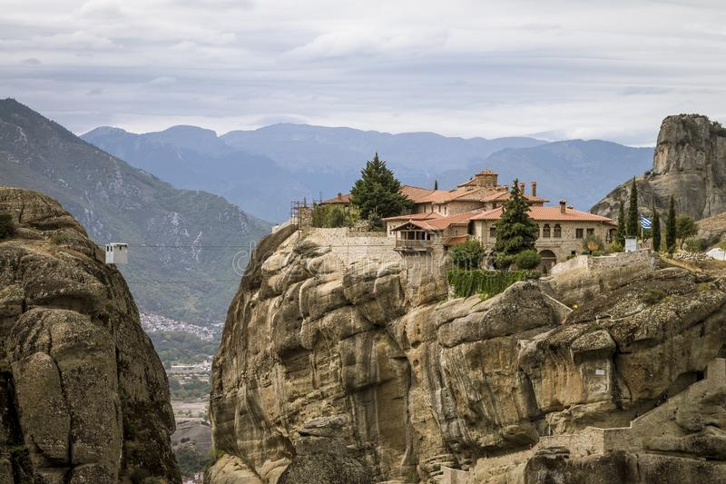 Vue au monastère de la trinité sainte chez Meteora images libres de droits