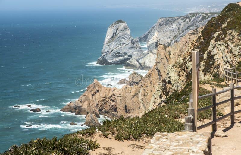 Vue au Portugais de phare de Cabo DA Roca : Farol de Cabo DA Roca qui est le Portugal photos stock
