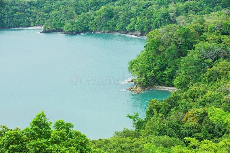 Vue au rivage de l'océan pacifique près de Quepos, Costa Rica photographie stock