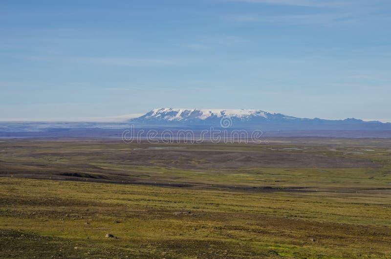 Vue au secteur de montagnes avec le fond de Vatnajökull de glacier, glace photographie stock