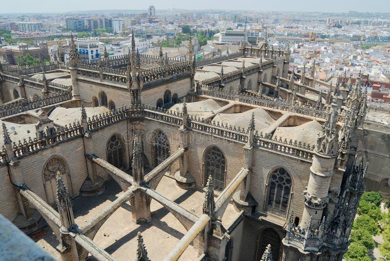 Vue au toit de la cathédrale de Séville en Séville, Espagne image stock