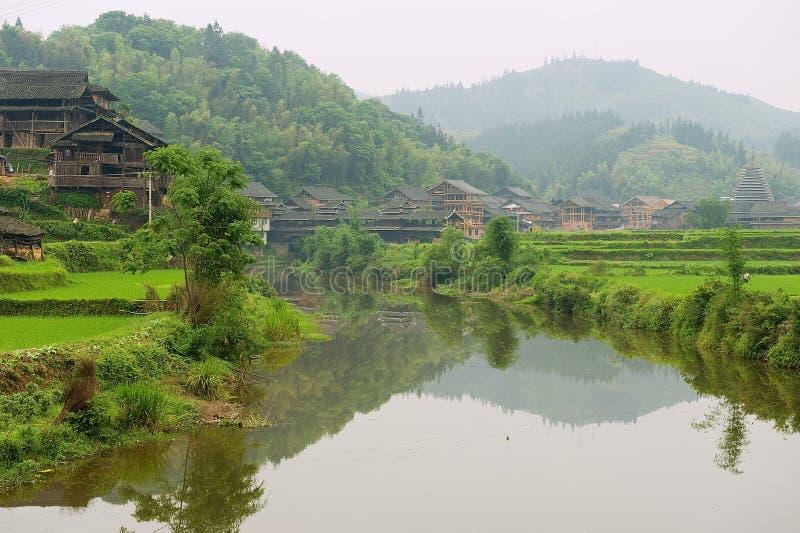 Vue au village en bois traditionnel de la minorité de Dong dans Chengyang, Chine photo libre de droits