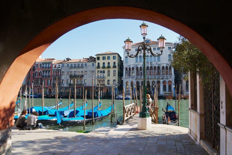 Vue aux bâtiments historiques à la banque du canal grand à Venise, Italie photographie stock libre de droits