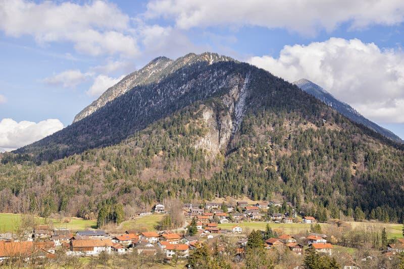 Vue aux montagnes dans des Alpes de la Bavière images libres de droits
