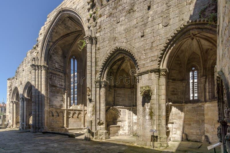 Vue aux ruines de l'église de Santo Domingo à Pontevedra - en Espagne photo libre de droits