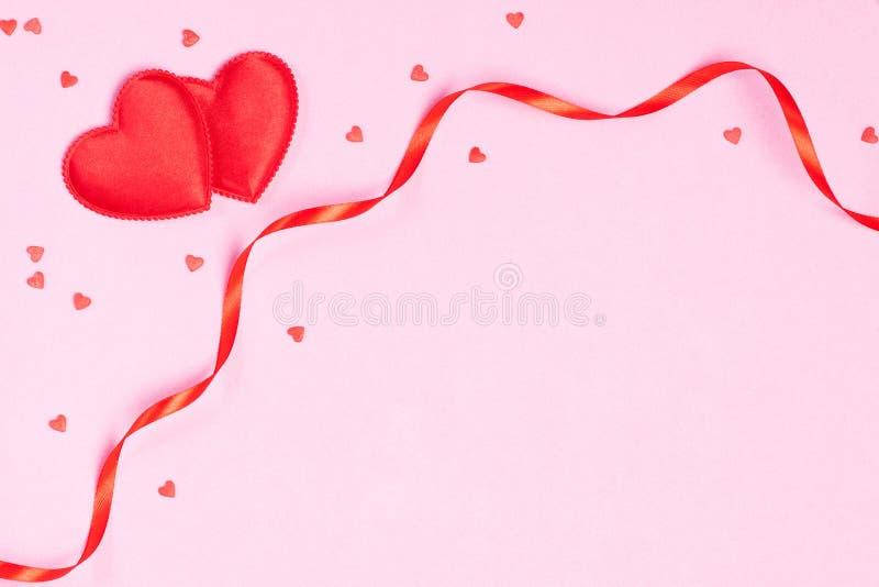 Vue avec des rubans et des coeurs image libre de droits