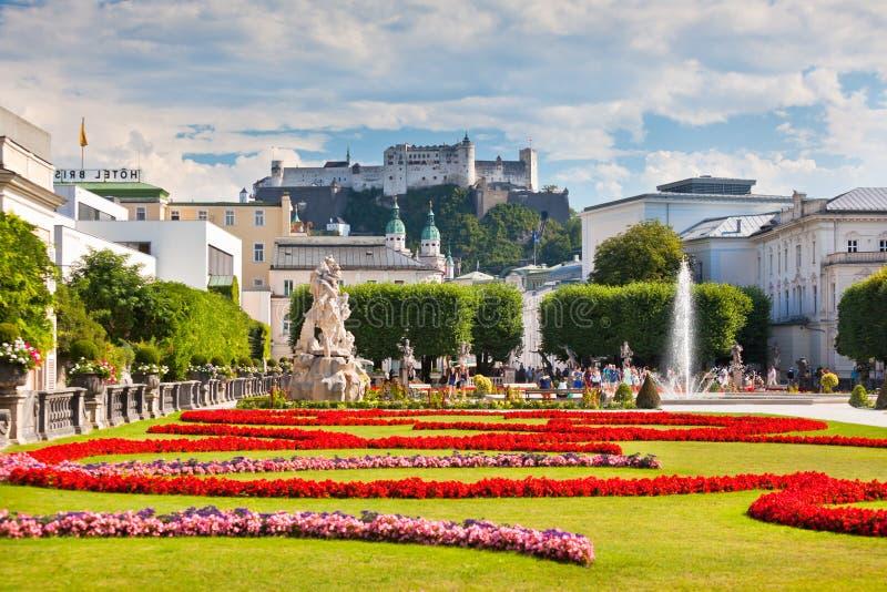 Vue célèbre de jardin de Mirabell à Salzbourg, Autriche photo stock