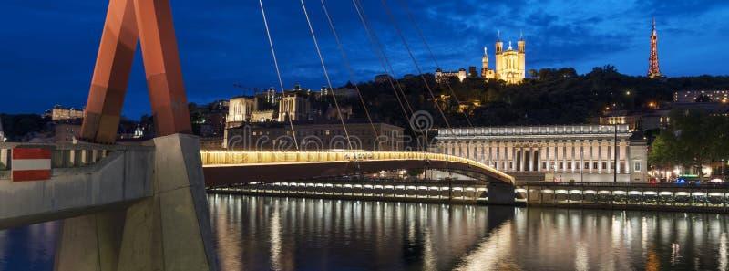 Vue célèbre de Lyon par nuit photographie stock libre de droits