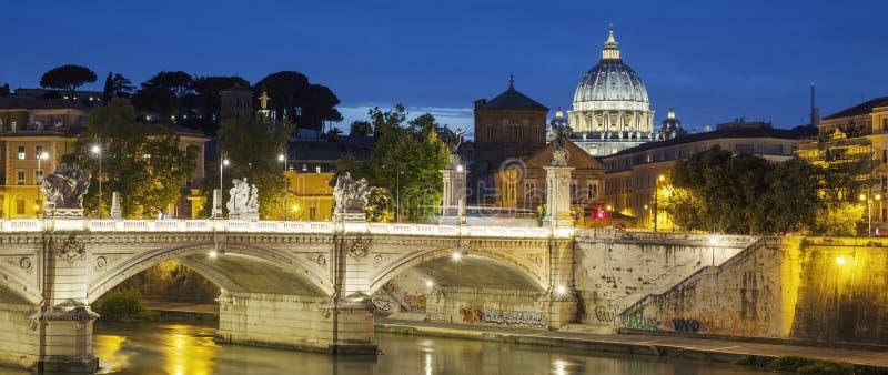 Vue célèbre de Rome par nuit image libre de droits