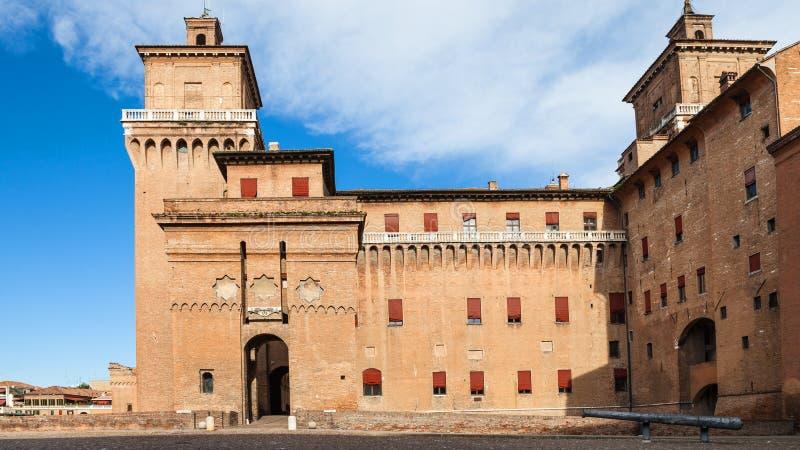 Vue Castel Estense dans la ville de Ferrare de Piazza images stock