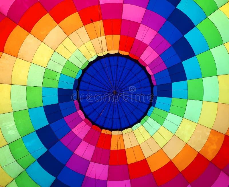 Vue chaude colorée multi de ballon à air de l'intérieur images libres de droits