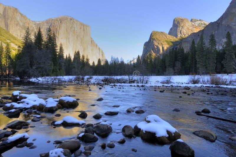 Vue classique de vallée de Yosemite de l'hiver photographie stock libre de droits