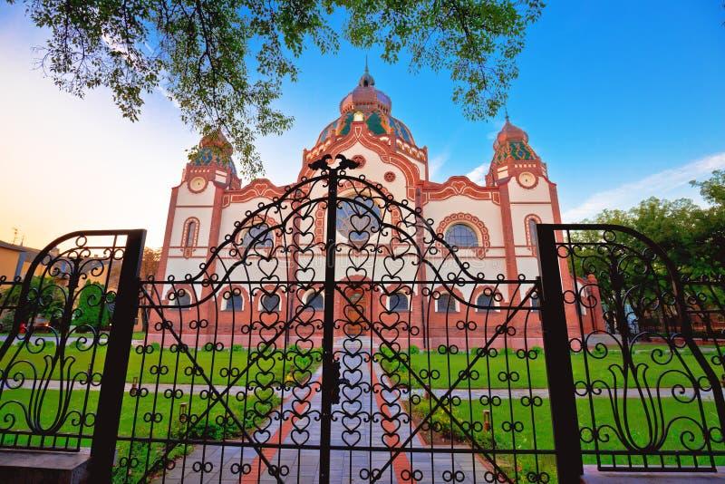 Vue colorée de matin de synagogue de Subotica image stock