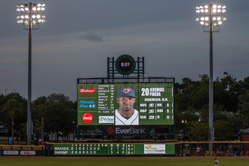 Vue crépusculaire de tableau indicateur enorme de base-ball de crevette de Jacksonville images libres de droits