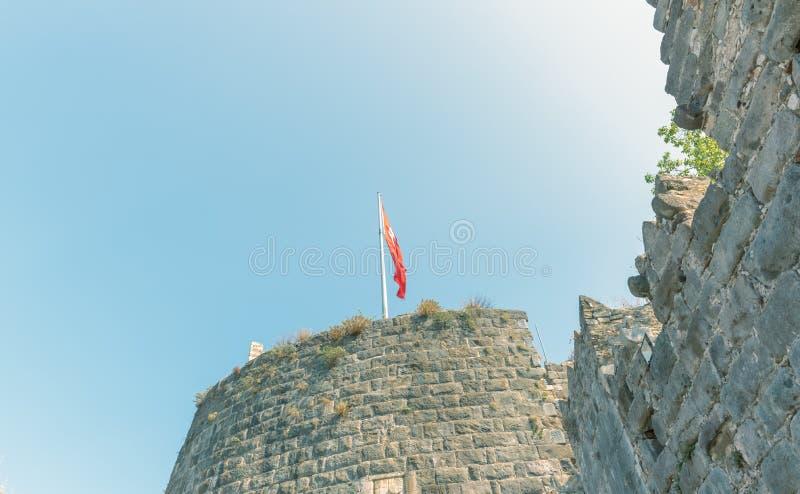 Vue détaillée de la tour en pierre dans le château de St Peter ou de château de Bodrum, Turquie photos libres de droits