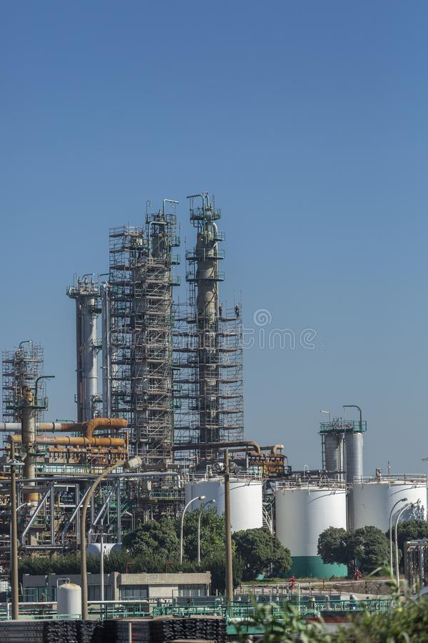 Vue détaillée de partie, complexe industriel de raffinerie de pétrole photos libres de droits