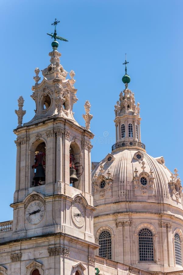 Vue d'église d'Estrela à Lisbonne, Portugal image stock