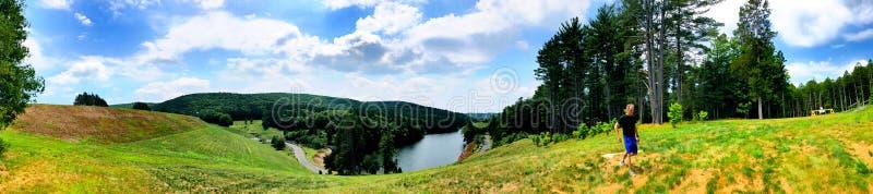 Vue d'été de barrage de Saville image stock