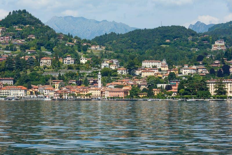 Vue d'été de Como de lac (Italie) photo libre de droits