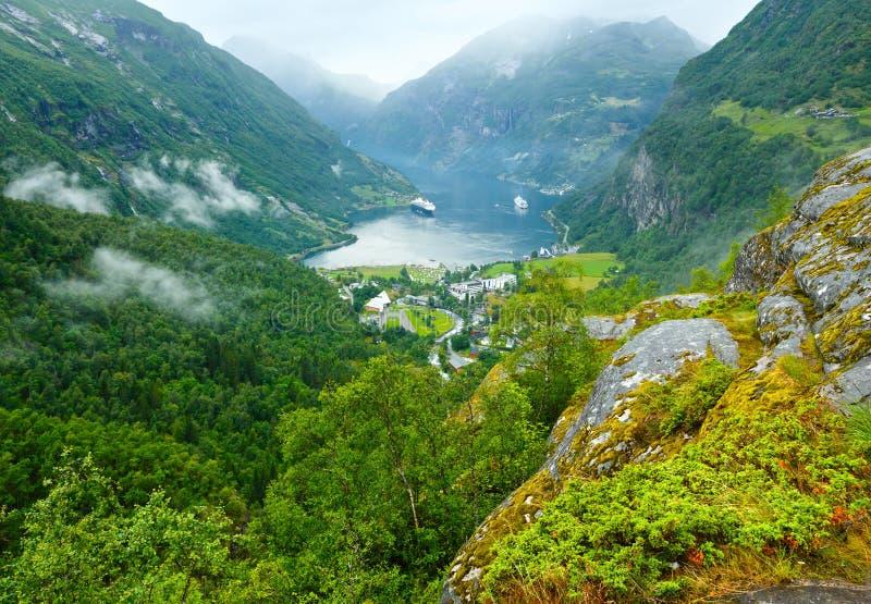 Vue d'été de fjord de Geiranger (Norge) photo stock