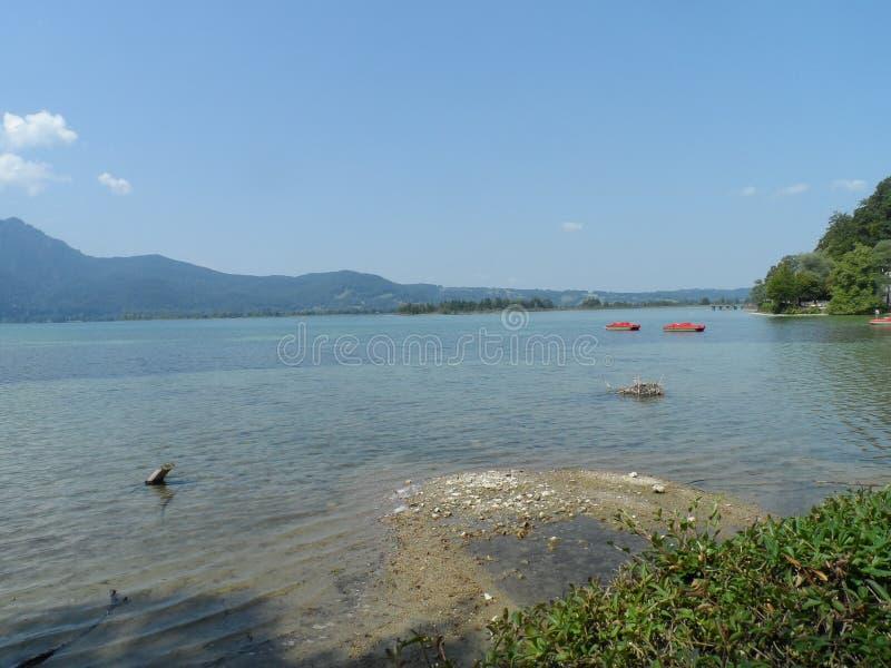 Vue d'été de Kochelsee sur le lac photos libres de droits