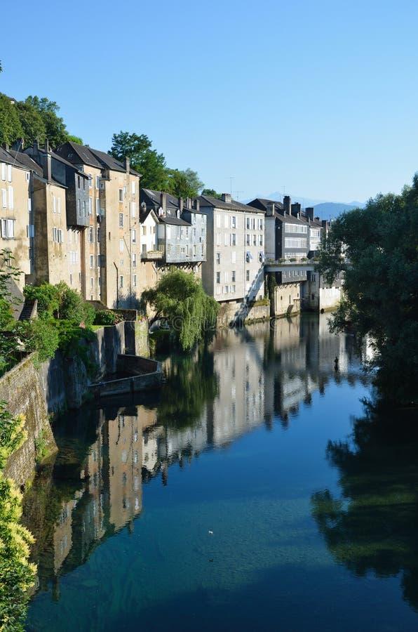 Vue d'été de la ville française Oloron-Sainte-Maria photographie stock libre de droits