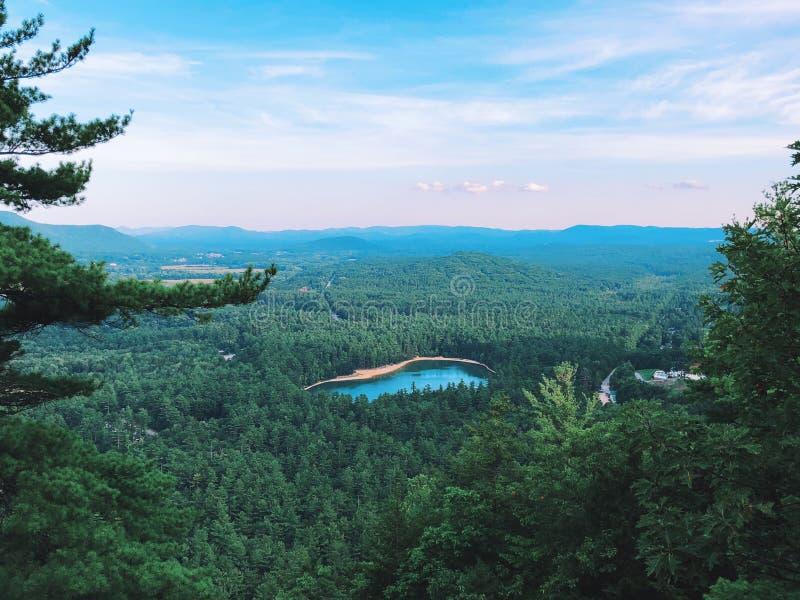 Vue d'été d'Echo Lake State Park de rebord de cathédrale photo stock