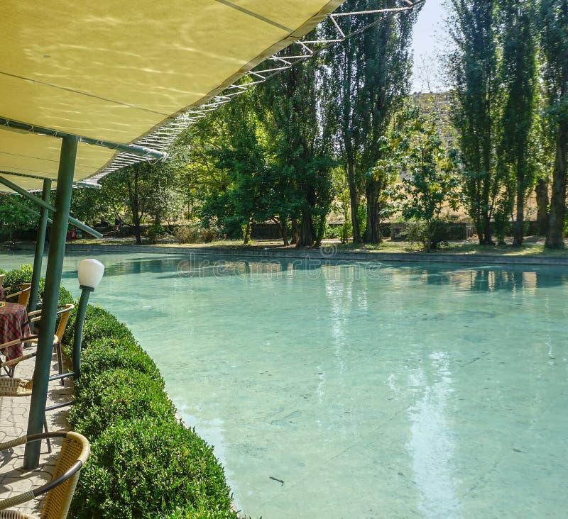 Vue d'étang de parc d'Erevan Oxakadzev photo libre de droits