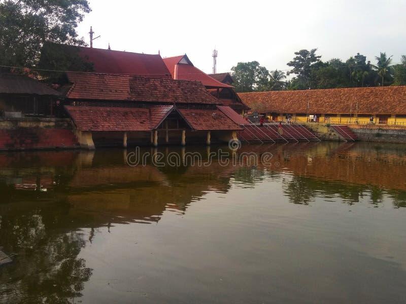 Vue d'étang de temple de krishna d'Ambalapuzha images stock