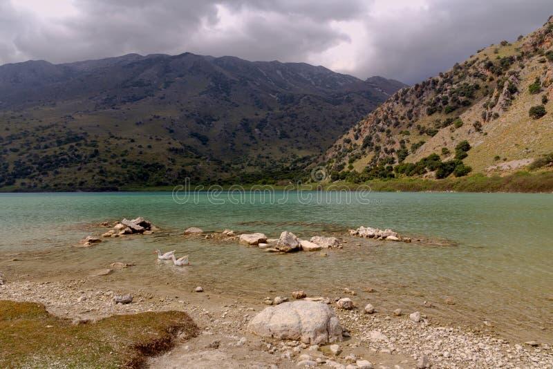 Vue d'île Crète, Grèce de Kournas de lac photographie stock libre de droits