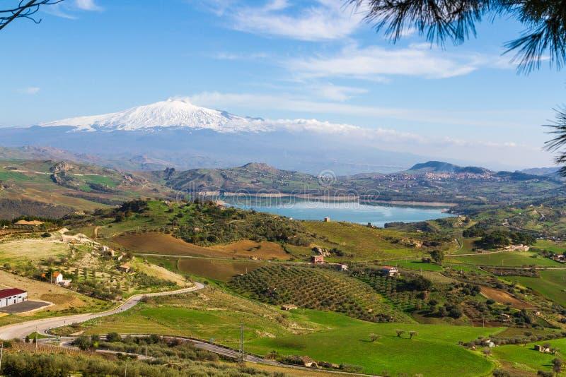 Vue d'Agira de lac Pozzillo image libre de droits
