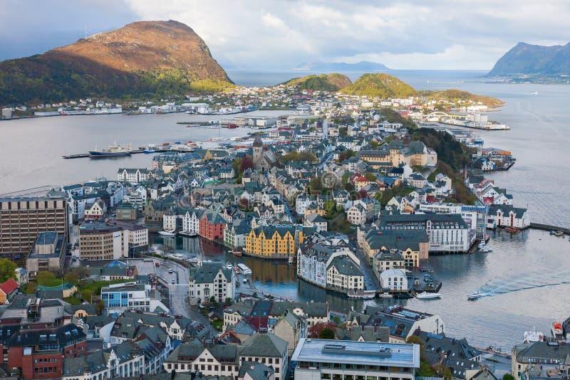 Vue d'Alesund en Norvège images libres de droits