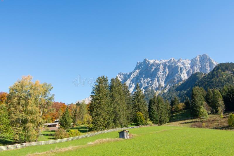Vue d'Alpes de Zugspitze d'Ehrwald, le Tirol, Autriche photos libres de droits