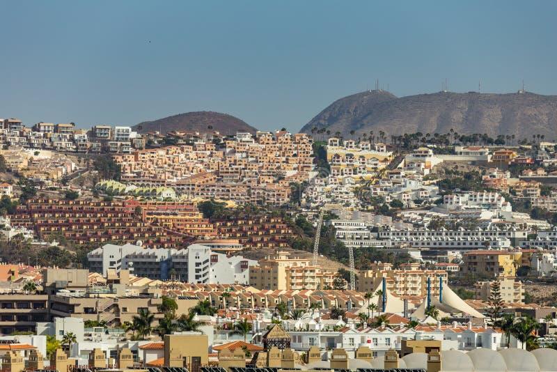 Vue d'alto de Teno à la belle ville de Buena Vista les pentes entre la côte et haute montagne du massif couvert de bosquets de images libres de droits