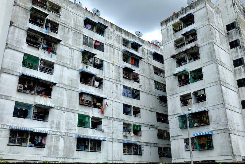 Vue d'angle faible de vieil appartement photo stock